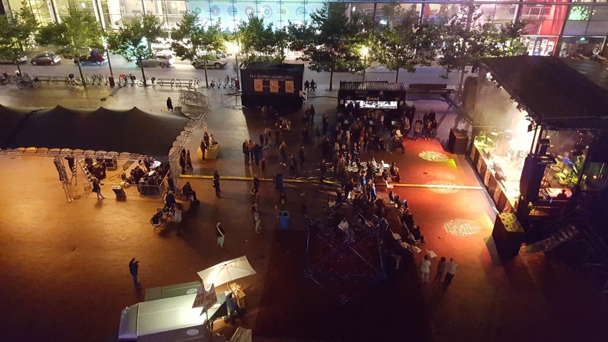 Stadspleinfestival: Luide muziek, vrij weinigbezoekers.